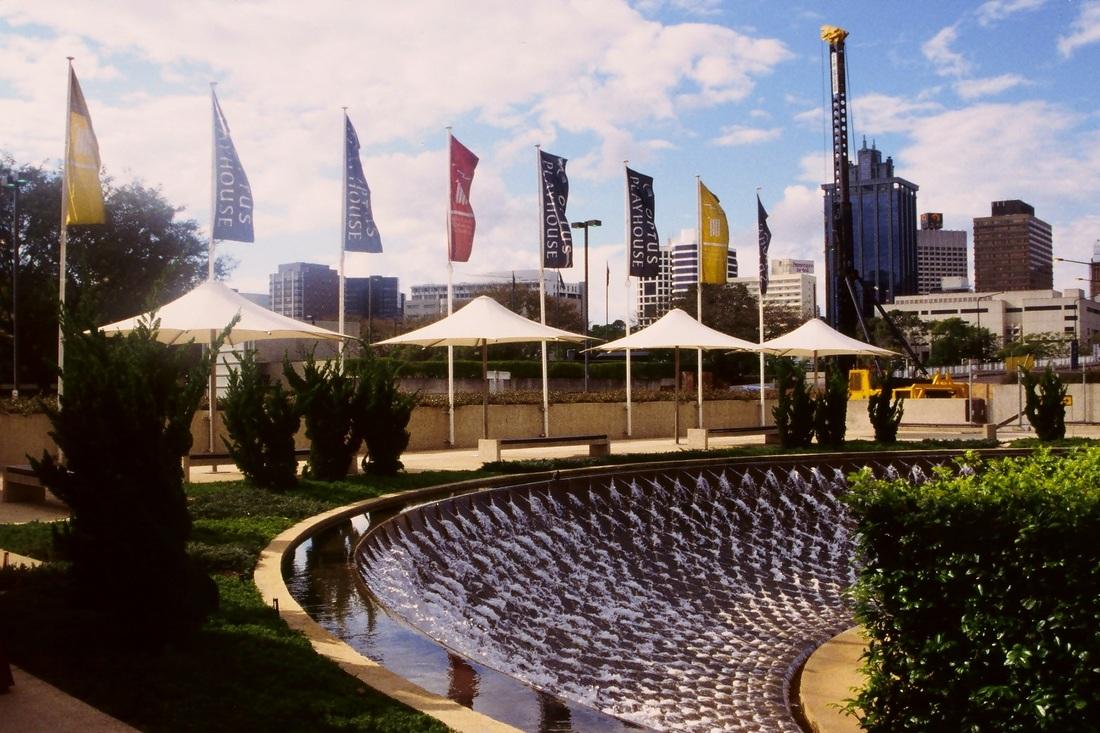 Architectural umbrellas fabric architect for Architecture upbrella